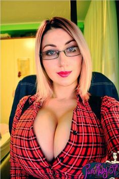 hot girl big boobs naked with glasses